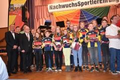 Gruppenbild der erfolgreichen Sportler und Trainer/ Übungsleiter des RSV Osterweddingen des Jahres 2017