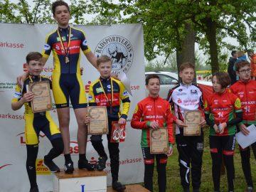 Drei Osterweddinger Radsportler auf dem Podest